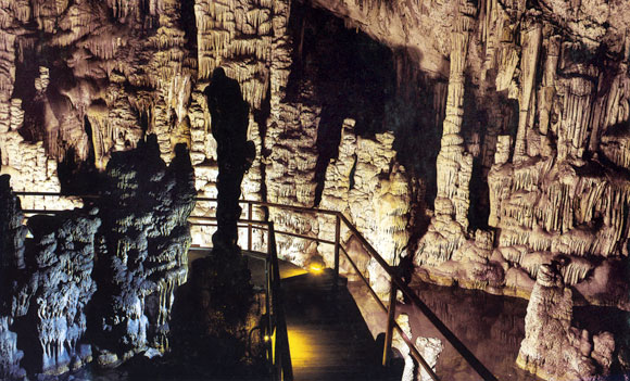 inside dikteon cave