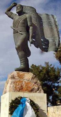 το άγαλμα του Καγιαλέ στο Ακρωτήρι