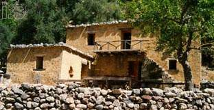 old houses inside Samaria gorge